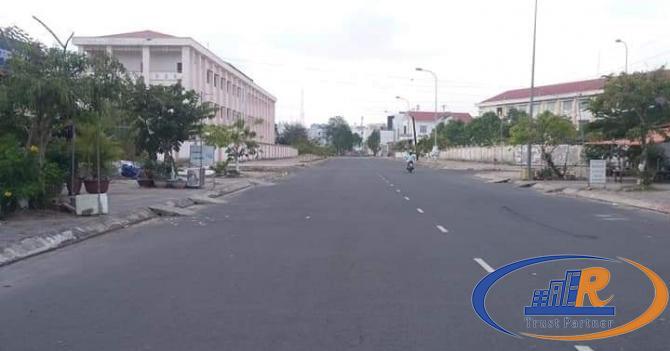 Bán nền đẹp đường số 8 khu Văn Hoá Tây Đô. Vi trí giữa 2 trường học.