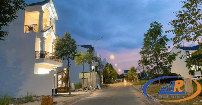 Bán nhà biệt thự mini , phong cách Châu Âu.  Vị trí: Đường 7B lộ lớn (thông võ nguyên giáp) KDC Nam
