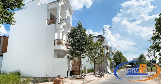 Nhà 1 trệt 2 lầu đường 7B KDC Nam Long
